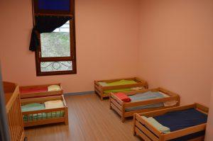 Salle de sieste après la rénovation de la halte-garderie de Beaufort