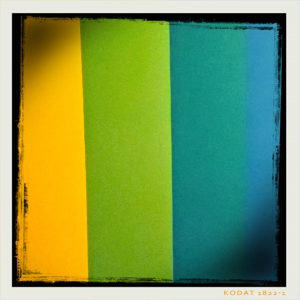 """Dégradé de couleur du jaune au bleu en passant par le vert, pris en photo au musée des arts décoratifs de Paris à l'occasion de l'exposition """"l'esprit du Bauhaus"""", le 20 novembre 2016"""